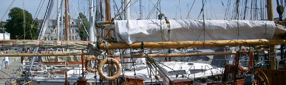 Segelboote im Hafen von Laboe